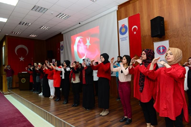 MEHMET AKİF ERSOY'U ŞİİRLERLE ANDI